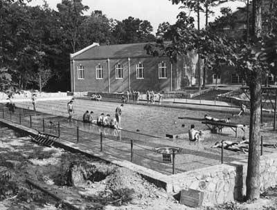 A Depression-era Swimming Pool Roaring Into the Twenties